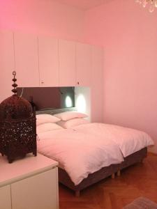Ein Bett oder Betten in einem Zimmer der Unterkunft Hoheschule Apartment Levade