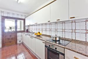A kitchen or kitchenette at Apartamentos Bahia