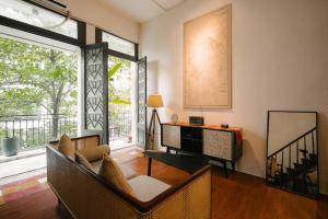Luxury OId Quarter apt, 50m to Hoan Kiem lake, Big Balcony