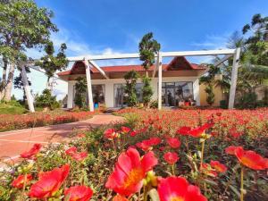 Rooster Mekong Garden & Villas