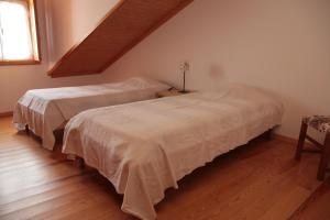 A bed or beds in a room at Casa das Tias