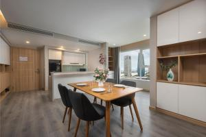 VNBV - Brand New Cozy Condominium • City Center