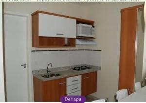 A kitchen or kitchenette at Flat Serra