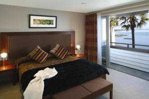 A bed or beds in a room at The Waterfront Suites - Heritage Collection