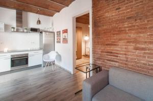 Cuisine ou kitchenette dans l'établissement Poble Nou Design Apartment