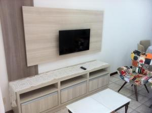 A television and/or entertainment center at Apartamento Edson