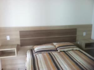 A bed or beds in a room at Apartamento Edson