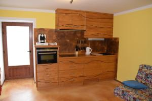 A kitchen or kitchenette at Apartments Mrakič