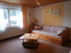 Ein Sitzbereich in der Unterkunft Ferienwohnung Steinbacher