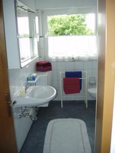 Ein Badezimmer in der Unterkunft Ferienwohnung Illerhues