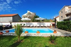 A piscina localizada em Villa Vanilla ou nos arredores