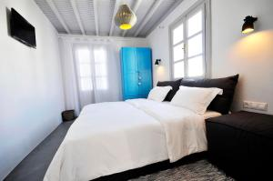 A bed or beds in a room at Mykonos Loft