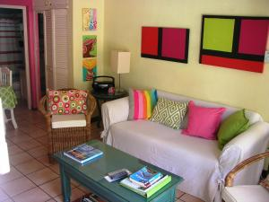 A seating area at Chrisanns Beach Resort Apartment 10
