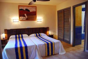 Cama o camas de una habitación en Hotel Apartamentos Londres La Manga
