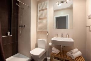 Ein Badezimmer in der Unterkunft Blackandwhitehome Gracia