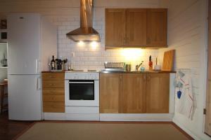 A kitchen or kitchenette at Hallagärde Gård