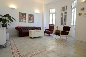 The lobby or reception area at Ben U Apartments