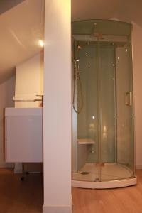 Salle de bains dans l'établissement Huisje Tybary