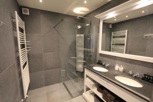 Een badkamer bij Be At Home Ghent Apartment