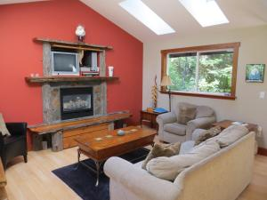 A seating area at Tigh-Na-Clayoquot Vacation Rental