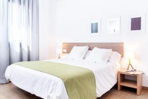Ein Bett oder Betten in einem Zimmer der Unterkunft Feelathome Plaza Apartments