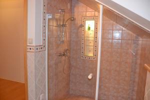 Vannas istaba naktsmītnē Rosenbaums