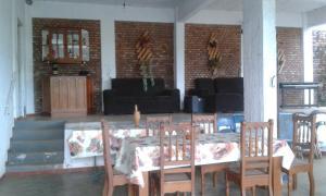 Um restaurante ou outro lugar para comer em Casa Chapada dos Guimarães