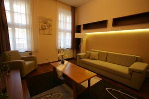 A seating area at NN Apartman Budapest