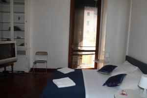 A bed or beds in a room at Ricasole Apartment