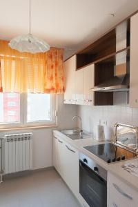 A kitchen or kitchenette at Apartment Marija