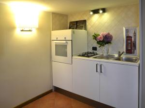 A kitchen or kitchenette at Gemelli Holidays