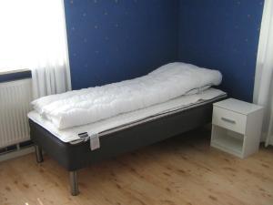 Säng eller sängar i ett rum på Ulricehamn Nilsagården