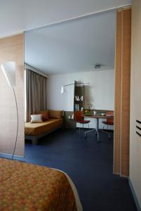 A seating area at Aparthotel Adagio Bordeaux Centre Gambetta