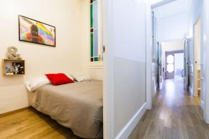 A bed or beds in a room at Be Barcelona Passeig de Gracia