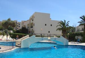 A piscina em ou perto de Clube Alvorférias