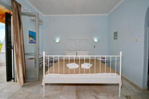 A bed or beds in a room at Studio Tasos