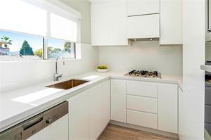 A cozinha ou cozinha compacta de Bondi Executive - A Bondi Beach Holiday Home