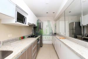 A kitchen or kitchenette at Luxury Apartment Barranco 360°