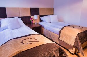 A bed or beds in a room at Boutique Hotel's III