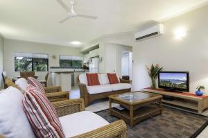 The lounge or bar area at Bay Villas Resort