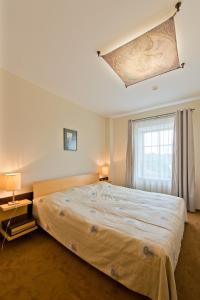 Lova arba lovos apgyvendinimo įstaigoje Barbacan Apartments