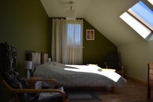 Gulta vai gultas numurā naktsmītnē Apartaments Nāriņa