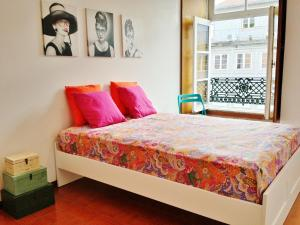 A bed or beds in a room at Douro Apartments - Ribeira
