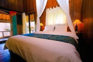 A bed or beds in a room at Radiant Jepun Villa