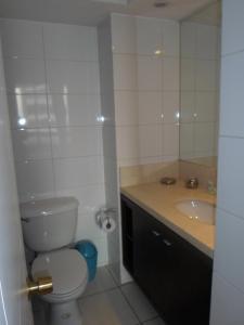 Un baño de Suites San Isidro