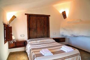 Cuevas La Atalaya 객실 침대