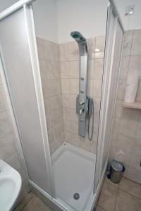 Ein Badezimmer in der Unterkunft Apartments Tamarix