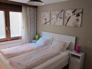 Un ou plusieurs lits dans un hébergement de l'établissement Apartment Lauber, Haus Wichje A, Zermatt