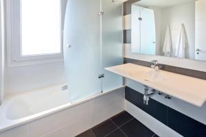 A bathroom at Apartamentos Norte 14