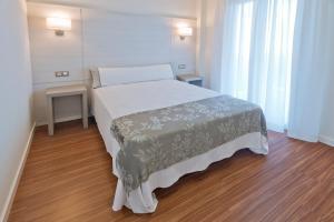 A bed or beds in a room at Apartamentos Norte 14